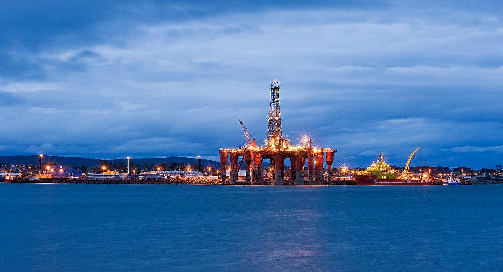 Нефтяные вышки в Северном море. Архивное фото