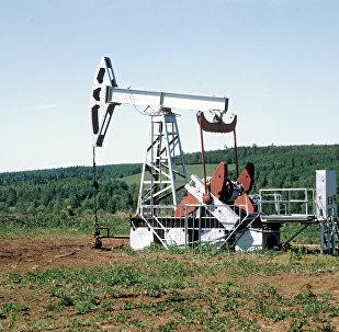 Naftas urbšanas tornis
