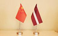 Флаги Латвии и Китая
