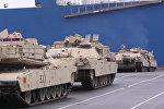 Выгрузка американских танков и бронетехники в немецком порту Бремерхафен