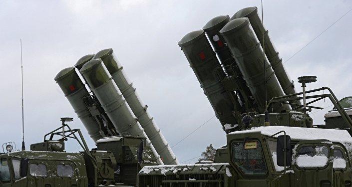 ЗРС С-400 Триумф заступила на боевое дежурство