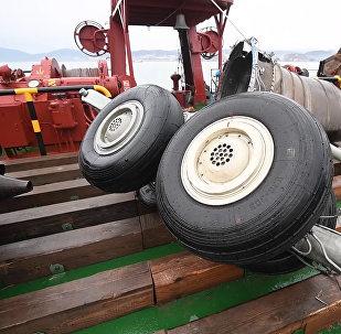 Aviokatastrofā virs Melnās jūras cietušās lidmašīnas T-154 atrastie fragmenti