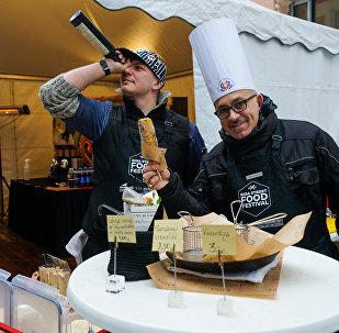 Фестиваль уличной еды в Риге