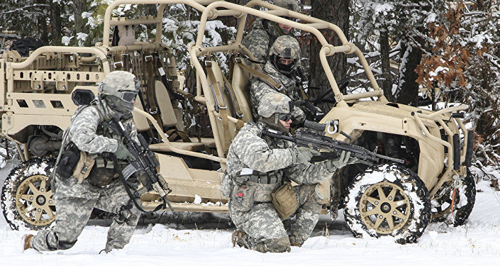 Amerikāņu karavīri mācībās. Foto no arhīva