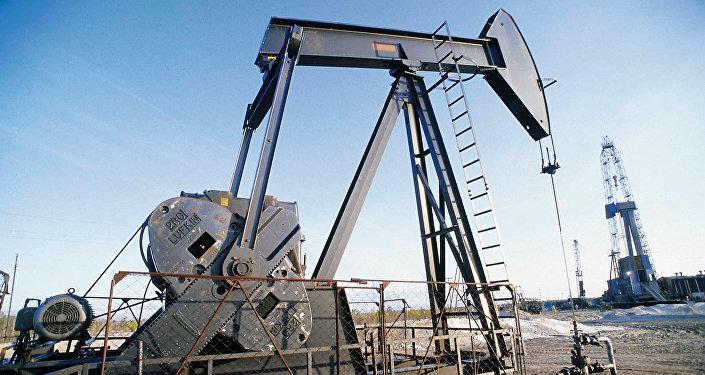 Naftas ieguves process. Foto no arhīva