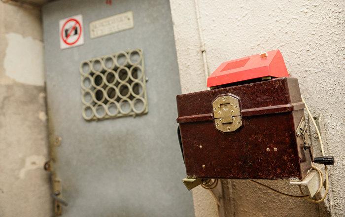 Кодовая дверь на входе в бункер
