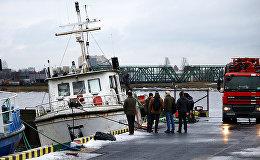 Работы по спасению кораблика