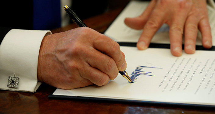 Подпись президента США Дональда Трампа