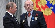 Krievijas prezidents Vladimirs Putins ceturtdien pasniedzis valsts apbalvojumu KF Kinematogrāfistu savienības loceklim Vasilijam Ļivanovam