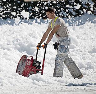 Уборка снега снегоочистителем
