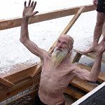 Rīga. Iegremdēšanās iesvētītajā ūdenī Kunga Kristību dienā