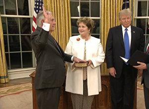 Rekss Tilersons stājies ASV valsts sekretāra amatā
