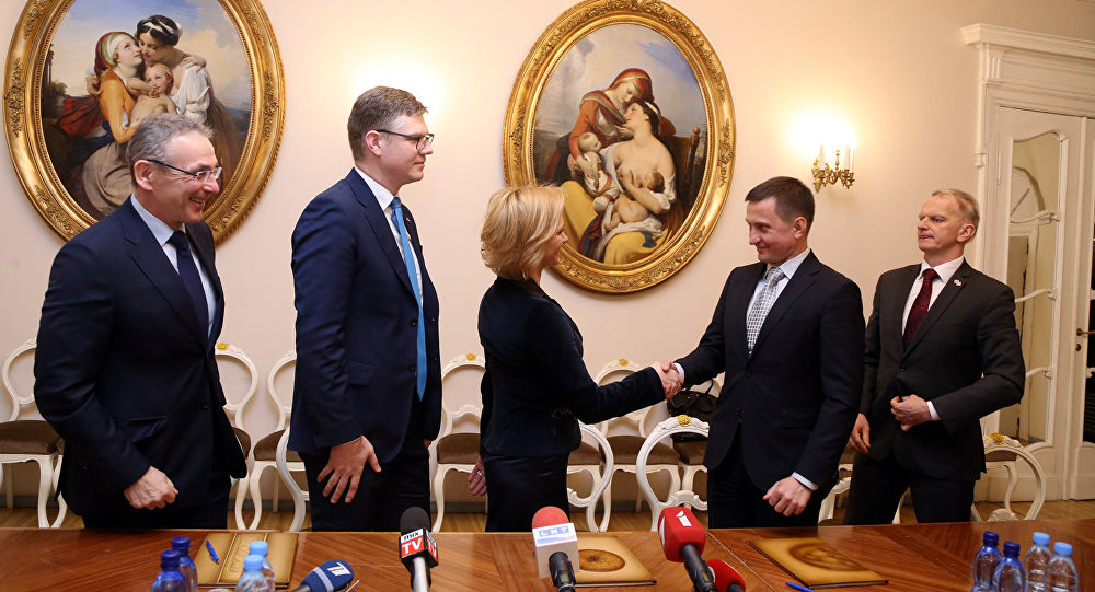 Оппозиционные партии обещали друг другу несотрудничать с«Согласием» иЧСР— Рига