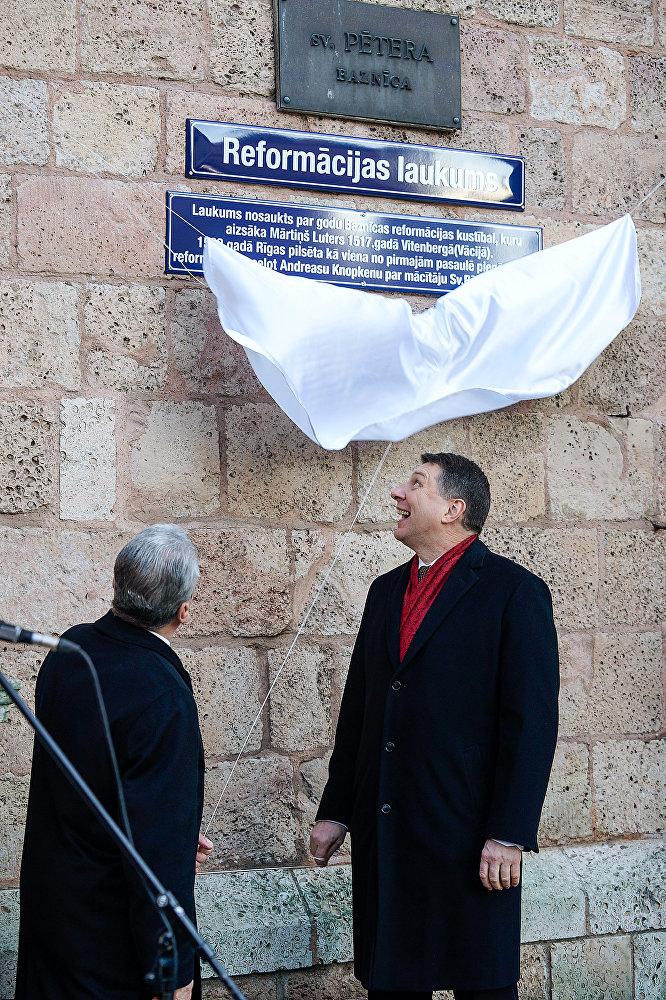 Президент Германии Йоахим Гаук и президент Латвии Раймондс Вейонис открыли площадь Реформации в Риге