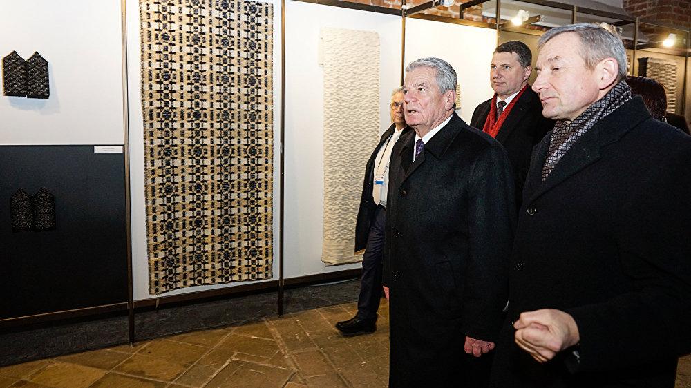 Президент Германии Йоахим Гаук и президент Латвии Раймондс Вейонис осмотрели Церковь Святого Петра