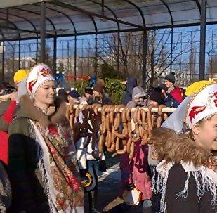 Kaļiņingradā izvārīta 330 metrus gara svētku desa