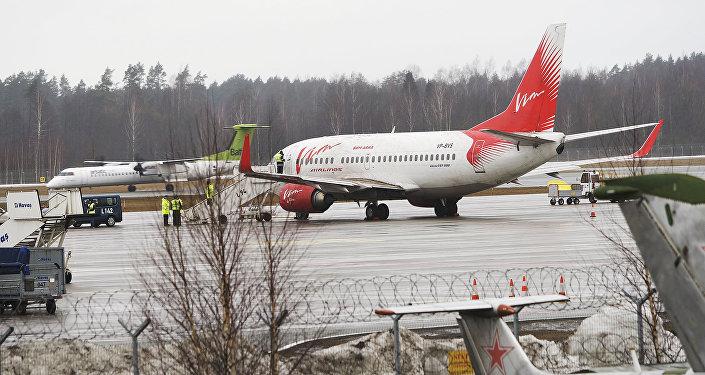 Самолет Вим Авиа в аэропорту Рига