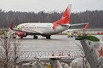 Самолет компании VIM Airlines в аэропорту Рига