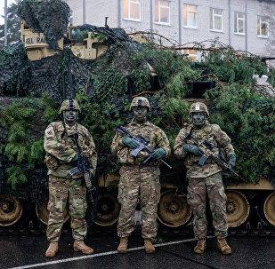 Экипаж десантной машины M2 Bradley в Латвии, архивное фото