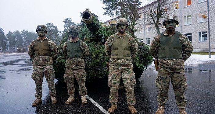 Экипаж американского танка M1 Abrams в Латвии, архивное фото