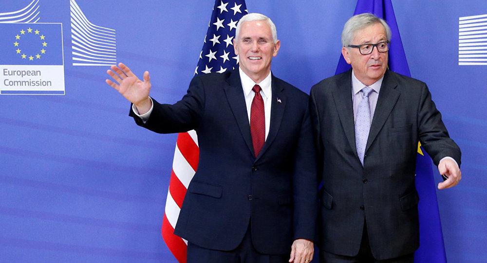 Вице-президент США Майк Пенс с председателем Европейской Комиссии Жан-Клодом Юнкером в штаб-квартире Еврокомиссии в Брюсселе, Бельгия