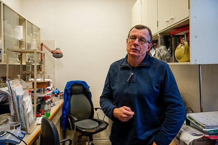Зам.зав. лаборатории Карбофункциональных соединений, доктор хим.наук Эйнарс Ложа - один из авторов оригинального противоопухолевого препарата Белиностат