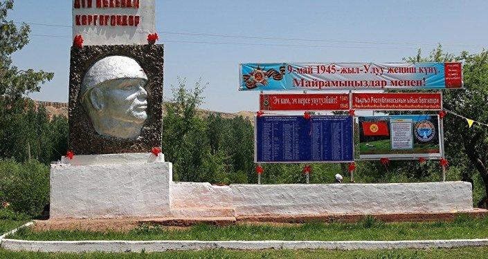 Ленин в каске. Архивное фото