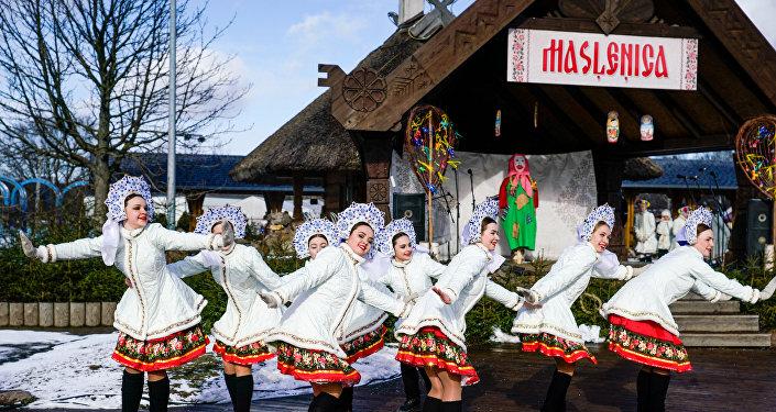 Хороводы, танцы и угощения: в Риге празднуют Масленицу