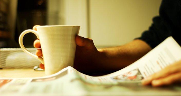 Кофе и газета, архивное фото