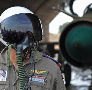 Сирийский летчик на авиабазе Хама, архивное фото