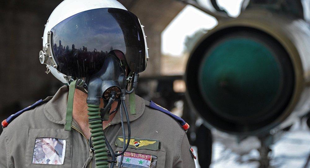 Sīrijas armijas pilots aviobāzē Hama. Foto no arhīva.