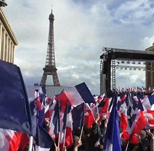 Parīzē noticis mītiņš Fransuā Fijona atbalstam
