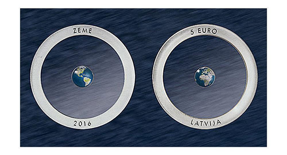 Дизайнерская монета банка Латвии