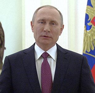 Sieviete – mūsu acu prieks: Putins apsveic sievietes 8. martā