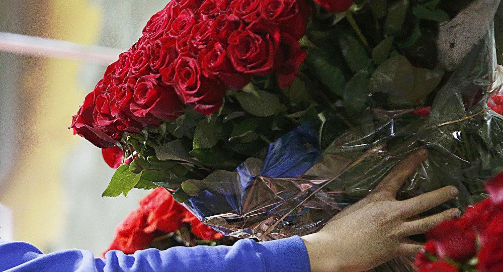 Вцветочном киоске вЛатвии похитили все розы на1 600евро