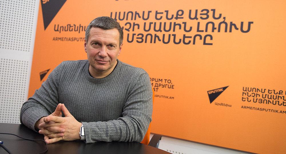 Владимир Соловьев в студии радио Sputnik Армения