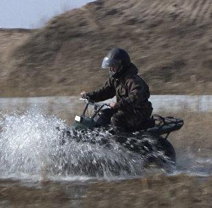 Jaunā motocikla-visurgājēja izmēģinājumi notikuši Kalugas apgabalā Krievijā.