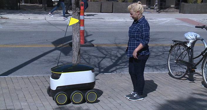 Робот - доставщик еды в США
