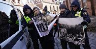 Задержание представителей антифашистских организаций на марше легионеров Waffen SS в 2017 году