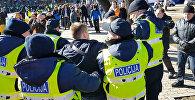 Задержание антифашистов у памятника Свободы