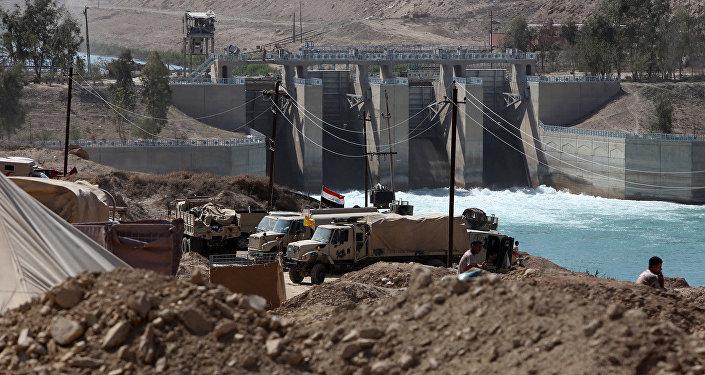 Eifratas upē uzceltais dambis. Foto no arhīva.
