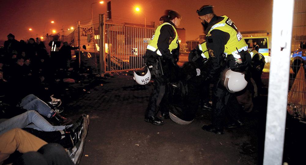 Policija un bēgļi. Foto no arhīva