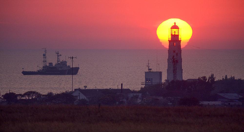 Маяк на западной оконечности Крыма, архивное фото