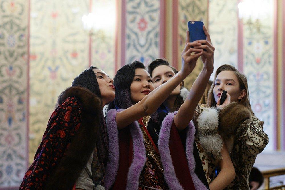 Модный показ Вики Цыгановой в рамках Mercedes-Benz Fashion Week