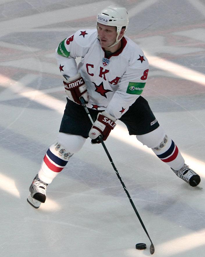 Дарюс Каспарайтис в товарищеском матче ХК СКА - ХК СКА-1946, 2010 год