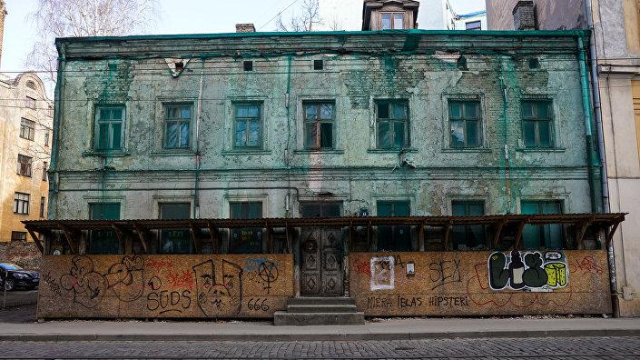 Аварийный дом на улице Миера