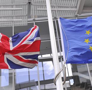 Lielbritānijas un ES karogi