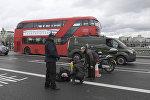 Раненый мужчина на Вестминстерском мосту в Лондоне