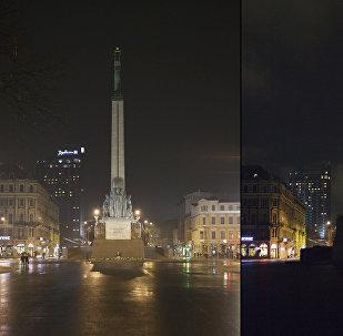 Brīvības piemineklis Rīgā akcijas Zemes stunda laikā