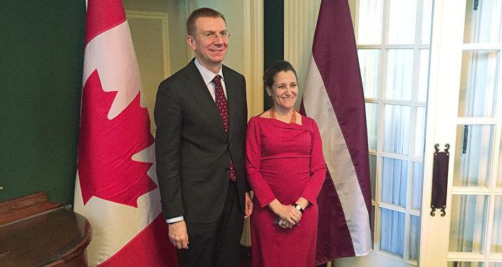 Эдгарс Ринкевичс в Оттаве во время встречи с министром иностранных дел Канады Кристей Фриланд